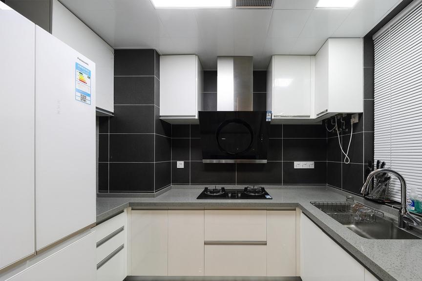 三居室厨房装修效果图